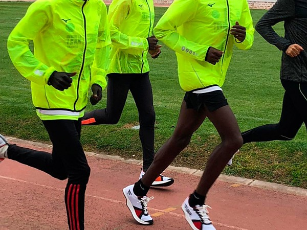 Top-level Kenyan athletes are amazed by the FBR Noa